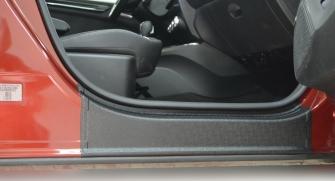 Накладки на пороги (передних) дверей